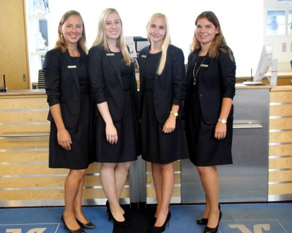 Unser Serviceteam steht für Fragen unserer Kunden gerne zur Verfügung. In Krumbach bspw. Nicola Triolo, Pia Meinke, Franziska Schabel und Christina Bader.