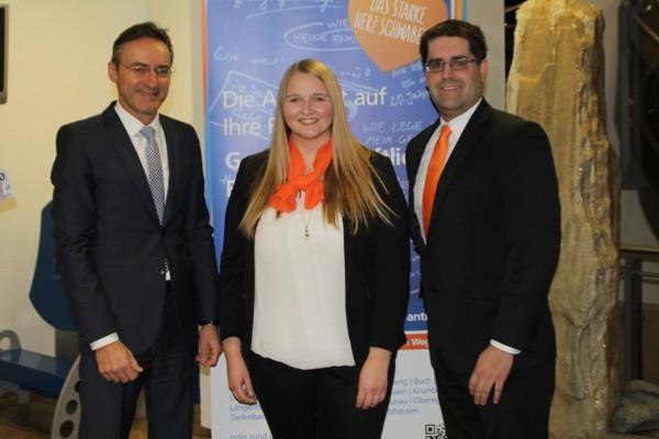 Der Vorstandsvorsitzende Helmut Graf, Carina Glaser und Personalleiter Martin Schöpf.