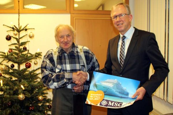 Gewinner Michael Bader mit Geschäftsstellenleiter Anton Göppel