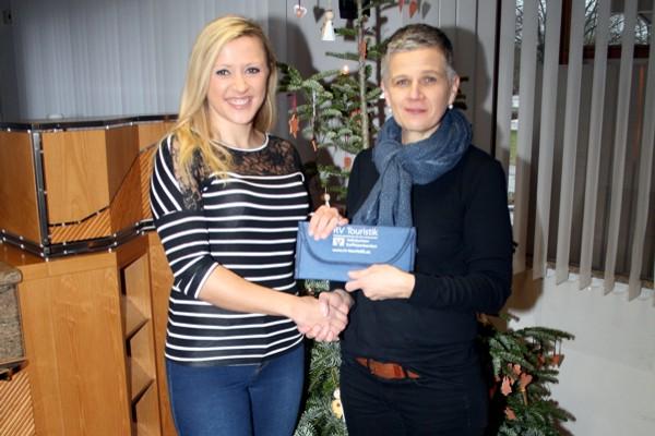 Gewinnerin Carmen Schropp mit Kundenberaterin Marianne Dreher